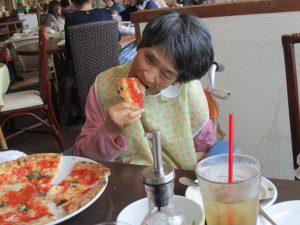 大好きなピザを食べに…